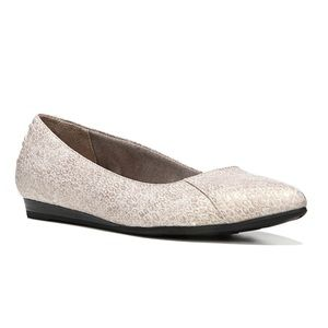 LifeStride :: Pointed Toe Flats :: Champagne